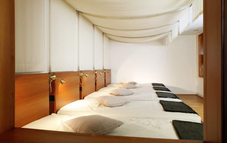 Raum mit Betten von Trockenbauer Rieker aus Werne