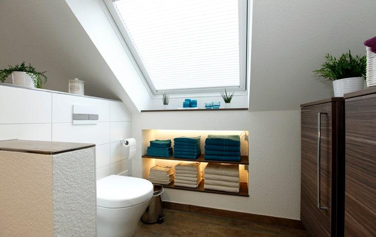 Badezimmerdecke mit Trockenbauer Rieker für isolierten Raum